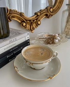 Aesthetic Coffee, Classy Aesthetic, Beige Aesthetic, Aesthetic Food, Coffee Love, Coffee Break, Morning Coffee, Aesthetic Pictures, Latte