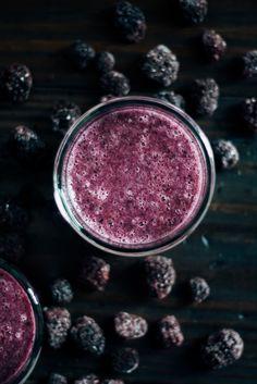 crown chakra smoothie with blackberries & blueberries #vegan #yoga