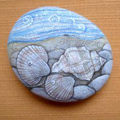Mořské pobřeží na objednávku (jen na kámen od vás) Malovaný oblázek, cca 80x70 mm, vodové a temperové barvy, přestřikový lak, není vhodný do vlhkého prostředí. Před koupí se prosím se mnou spojte vntiřní poštou, ideální je dodat si vlastní kámen, kulaté mořské už nemám, pouze menší a nepravidelné tvary, díky!