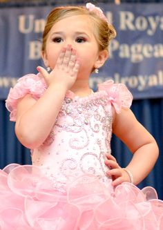 Here is a pageant KISS to you from Universal Royalty Beauty Pageant® www.universalroyalty.com