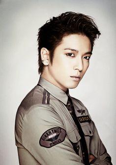 Yonghwa-whoa!!!!его люблю!!!