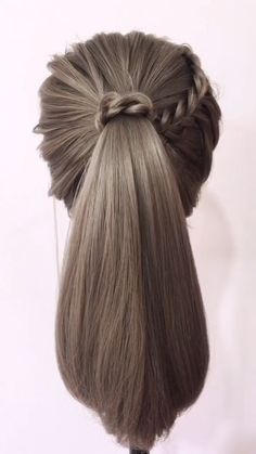 Braid hairstyle has always been a symbol of beauty. Therefore, hairstyles with braids remain the most trendy and fashionable to this day. # korean Hairstyles tutorial How to Braid - For Beginners / Braid Hairstyles Tutorials Braided Hairstyles Tutorials, Easy Hairstyles For Long Hair, Cute Hairstyles, Braid Hairstyles, Braid Tutorials, Halloween Hairstyles, Hairstyles Videos, Hairstyle Short, School Hairstyles