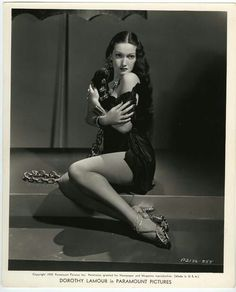 Dorothy Lamour in Man About Town directed by Mark Sandrich, 1939 Old Hollywood Glamour, Golden Age Of Hollywood, Vintage Glamour, Vintage Hollywood, Hollywood Stars, Vintage Beauty, Classic Hollywood, Dorothy Lamour, Classic Actresses