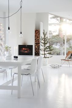High Fire | Fireplace | Dining room | Interiors | Kitchen | Decor | Nordic | Inspiratie - haard in een witte keuken