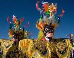 diablada, es uno de los bailes típicos de Bolivia, el cuál tiene mucho colorido y además es muy divertido bailarlo
