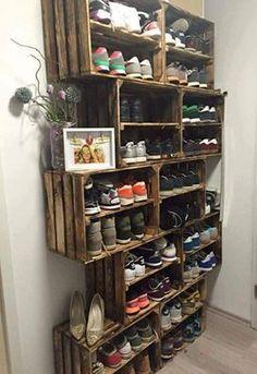 Auch mal wieder zuviel Schuhe und kein Platz? Hier eine praktische Lösung aus alten Paletten einfach ein tolles Regal basteln.