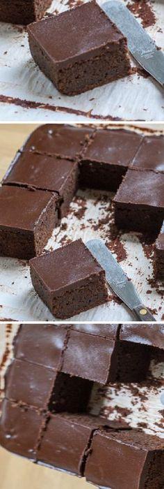 Cuadrados de chocolate... #cuadrados #postres #receta #recipe #casero #torta #tartas #pastel #nestlecocina #bizcocho #bizcochuelo #tasty #cocina #chocolate #pan #panes Si te gusta dinos HOLA y dale a Me Gusta MIREN…