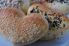 Passion 4 baking » Mellomgrove Valentine's rundstykker