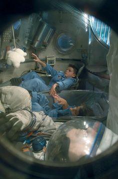 En tenue d'astronaute, dans la capsule Soyouz © Cité de l'espace #visiteztoulouse #toulouse #space