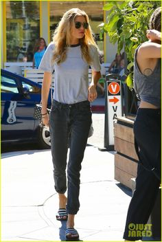 Miley Cyrus & Girlfriend Stella Maxwell Continue Their Weekend Together