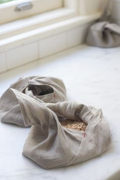 Beautiful Linen Bento Bags (set of three bento bags made to replace plastic bags or wrapping paper) via QUITOKEETO