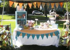 With all the paperwork and deposits in for your latest round of craft fairs, now is the time to start planning and creating your booth displays! If youve had the same craft fair booth display for the last year, its time to get inspired! While there