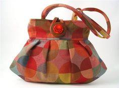 Mini purse made from upholstery samples(?) I do like this shape a LOT. Handmade Handbags, Handmade Bags, Handbag Accessories, Fashion Accessories, Fancy Wedding Dresses, Mini Purse, Baby Socks, New Bag, Fashion Wear