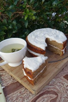 Any cake with two layers is a good cake, am I right? Especially when  sandwiched with an angel-white coconut oil frosting and served with a mug  of tea!