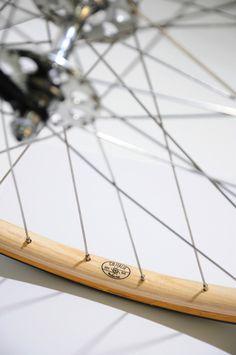 CB Italia Wooden Rims Cycling Art, Cycling Quotes, Cycling Jerseys, Classic Road Bike, Wood Bike, Bicycle Parts, Bicycle Wheel, Garage Bike, Bike Details