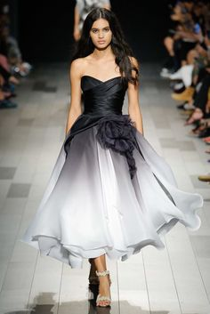 Marchesa Spring 2018 RTW: Fabulous black ombré a line dress! I love the ombré detail!