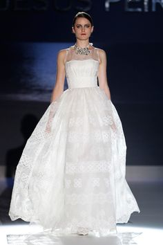 Lace and Feathers – Jesus Peiro 2013 Bridal Collection