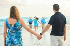 Professional Family Portraits in Cancun, Riviera Maya and Mexico.   #cancunphotographers # familyphotos #familyportraitscancun #familyphotographercancun #cancunphotos   www.photosmilephotos.com info@photosmilephotos.com