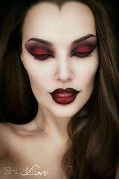 15 Witch Halloween makeup looks – Halloween Make Up Ideas Halloween Makeup Looks, Costume Halloween, Halloween Fun, Halloween Designs, Beautiful Halloween Makeup, Halloween Tutorial, Gorgeous Makeup, Angel Halloween Makeup, Halloween Decorations