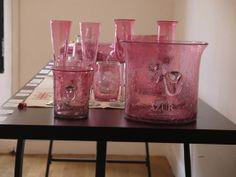 Salle 3 : seau à champagne en verre soufflé et mini seau à glace en verre soufflé rose http://www.comptoirazur.fr/arts-de-la-table/205-seau-a-champagne-en-verre-souffle.html