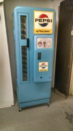 Soda Vending Machine, Drink Vending Machines, Coke Machine, Soda Machines, Arcade Game Machines, Vintage Coca Cola, Vintage Appliances, Pepsi Cola, Tea Ceremony