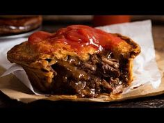 Aussie Meat Pie Recipe for the great Australian Meat Pie! Slow cooked, fall apart chunky beef in a rich dark gravy, topped with puff pastry. The king of all pies! Australian Meat Pie, Aussie Food, Australian Recipes, Quiche Recipes, Pie Recipes, Cooking Recipes, Curry Recipes, Healthy Recipes, English Meat Pie Recipe