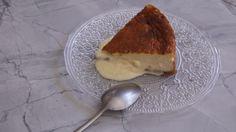 Cremosa, delicada y con el punto justo de dulzor  la receta de tarta de queso que nos enseña en este vídeo la exconcursante de  MasterChef  Clara Pérez Villalón es un desparrame en todos los sentidos.