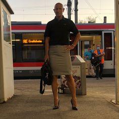 Feminine Dress, Feminine Style, Girly Man, Men Wearing Skirts, Men In Heels, Real Men, Male Beauty, Crossdressers, Men Dress
