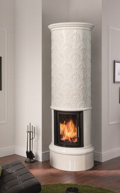 The STILO FLORA in melting white, a small tiled stove that can be used in any interior … - Modern Motifs Art Nouveau, Art Nouveau Pattern, Small Stove, Cuisines Diy, Diy Décoration, Küchen Design, Kitchen Flooring, Modern Bathroom, Sweet Home