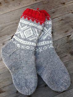 Knitting Socks, Knitted Hats, Drops Design, Corner To Corner Crochet, Crochet For Beginners, Free Blog, Mittens, Free Pattern, Winter Outfits