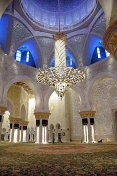 visitheworld:    Details inside of The Grand Mosque in Abu Dhabi, United Arab Emirates (by Kirstein).  How spectacular is that light fixture?