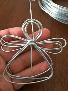 Wire Angels - This would make a great place card holder for a Christmas party!