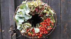 Eukalypt,+hortenzie,+šípky,+...+Přírodní+věnec+-+velikost+29cm