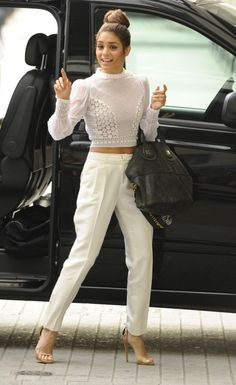 Vanessa Hudgens- the right way to do a crop top. Let's stop with the bras as shirts ladies, seriously - I love crop tops but i couldn't agree more! Fashion Mode, Love Fashion, Winter Fashion, Womens Fashion, Fashion Trends, Mode Style, Style Me, Vanessa Hudgens Style, Casual Outfits