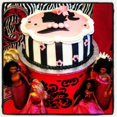 Great vintage Barbie cake #cake #barbie
