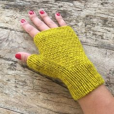Knitted Mittens Pattern, Poncho Knitting Patterns, Christmas Knitting Patterns, Arm Knitting, Knit Mittens, Knitting Stitches, Crochet Hand Warmers, Hand Quilting Patterns, Fingerless Gloves Knitted