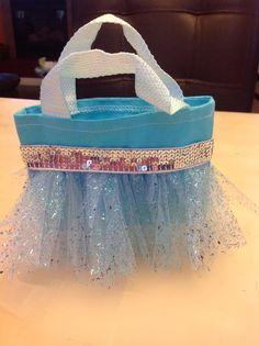 Frozen goodie bags Elsa Anna by AnyMomentCrafts on Etsy Frozen Birthday Theme, Frozen Theme Party, Girl Birthday, Birthday Parties, Frozen Goody Bags, Goodie Bags, Frozen Kids, Olaf Frozen, My Princess