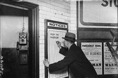 A man writing on a complaints poster on the London Underground. (Photo by Topical Press Agency/Getty Images) London Underground Train, London Underground Stations, Underground Map, Vintage London, Old London, London Transport, Public Transport, Travel Oklahoma, Portugal Travel