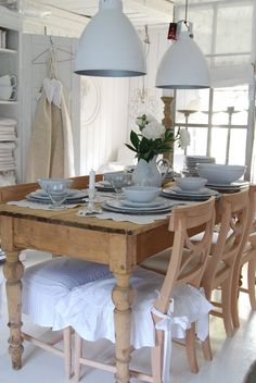 Beautiful Pale Blue and White Tablescape. Shabby Chic dining