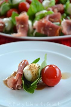 Prosciutto Caprese Bites |  A fresh & delicious appetizer!  Ready in minutes and perfect for New Years Eve!