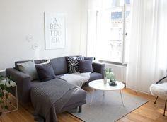 sonntagsmodus | zeitschriften, sofa und kaffee - Skandinavisch Wohnen Wohnzimmer