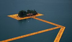 Christo and Jeanne-Claude The Floating Piers, Lake Iseo, Italy, Photo: Wolfgang Volz © 2016 Christo Land Art, Christo Floating Piers, Christo Y Jeanne Claude, Kentucky Fried Chicken, Architecture Design, Landscape Architecture, Landscape Art, Italian Lakes, Walk On Water