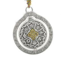 Amuleta de sanatate, amuleta prosperitatii, a puterii si a abundentei cu 8 simboluri este un remediu cu o putere speciala pentru toate aspiratiile , ea contine toate cele 8 simboluri fengshui : nodul mistic, roata Dharmei, floare de lotus, steagul victoriei, scoica, pereche de crapi, umbrela de protectie si vasul cu comori sau vasul abundentei. Feng Shui, Pocket Watch, Lotus, Accessories, Lotus Flower, Lily, Pocket Watches, Jewelry Accessories