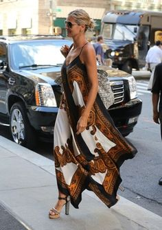 Heidi Klum floats around New York in patterned dress as it emerges she and Seal are 'close to divorce settlement' - moda Look Fashion, Diy Fashion, Indian Fashion, Fashion Outfits, Womens Fashion, Fashion Trends, Cheap Fashion, Dress Fashion, Heidi Klum