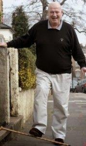 Monsieur Young porte ses semelles de cuivre Prepping, Arthritis, Copper, Prep Life