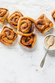 Cinnamon rolls   FiordiFrolla.it Onion Rings, Something Sweet, Cinnamon Rolls, Biscotti, Allrecipes, Apple Pie, Cookies, Breakfast, Ethnic Recipes