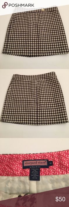 Vineyard Vines wool blend skirt Black and white houndstooth wool blend skirt from Vineyard Vines. Skirt is fully lined with 100% silk. Zipper fly with tabbed button closure. Vineyard Vines Skirts