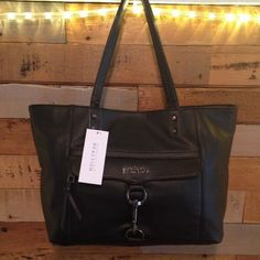 2X HP Beautiful large tote NWT has a small zip up pocket and 2 small pouch pockets on the inside and larger zip pocket on the outside.KENNETH COLE REACTION TOTE Kenneth Cole Reaction Bags Totes