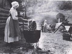 Ten uses for wood ash. Making-soap-from-wood-ash-lye. Homestead Survival, Camping Survival, Survival Prepping, Survival Skills, Emergency Preparedness, Survival Stuff, Just In Case, Just For You, Gardens