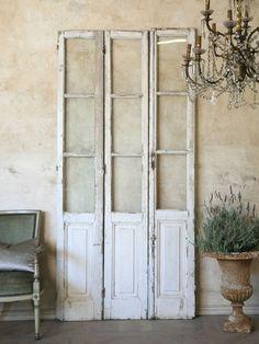 distressed bifold doors as decoration Furniture Decor, Painted Furniture, Vintage Doors, Vintage Shutters, Vintage Windows, Antique Doors, Boutique Deco, Shutter Doors, Design Your Home